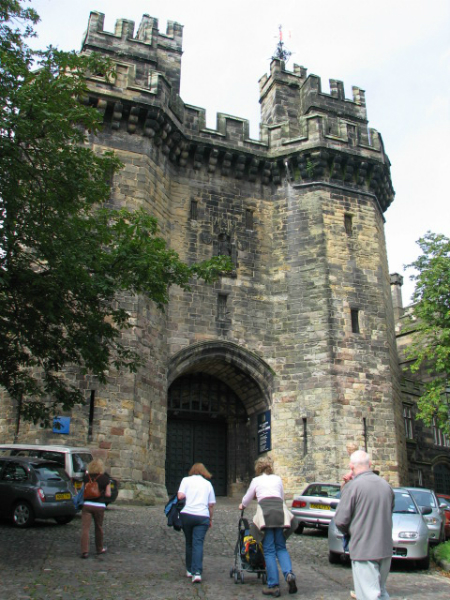 entrance-to-the-lancaster-castle-gaol