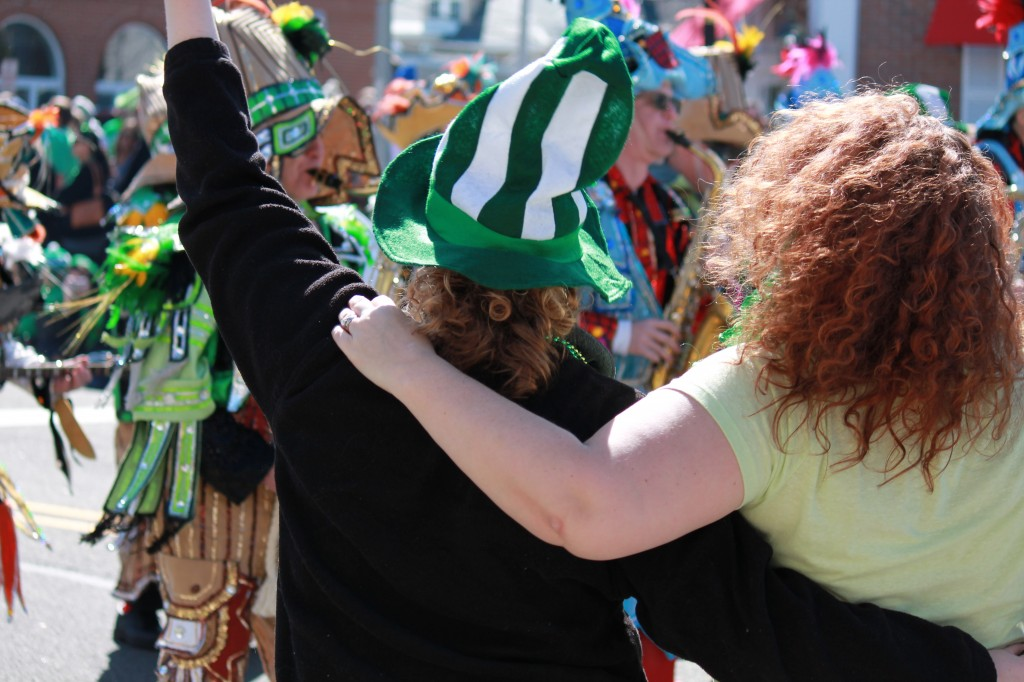 Irish-revellers-at-St-Patricks-Day-parade-nj