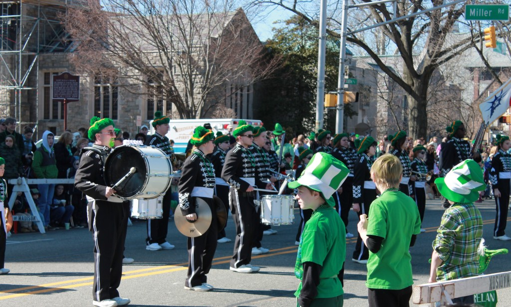 Children-watch-a-marching-band-in-morristown-st-patricks-day-parade