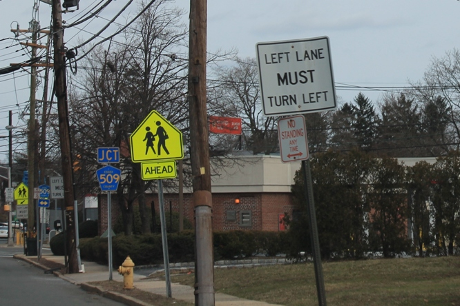 New-Jersey-roads-have-lots-of-road-signs