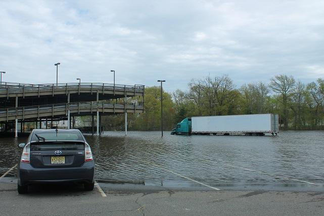 Passaic-River- flooding-at-parking-lot-Wayne-NJ