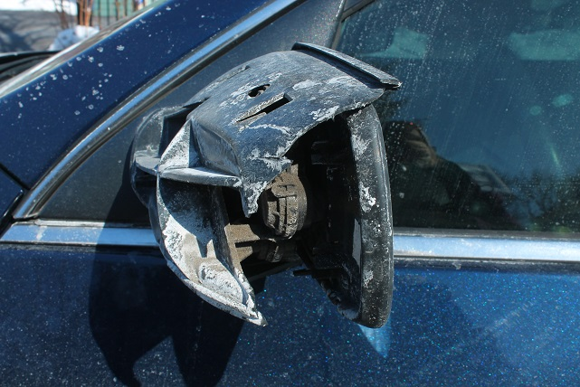 broken-car-side-mirror