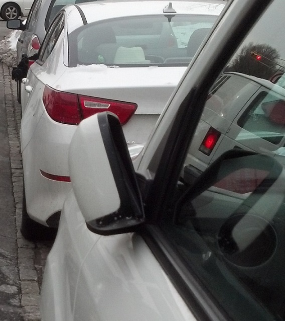 Car-Mirror-in-safe-position