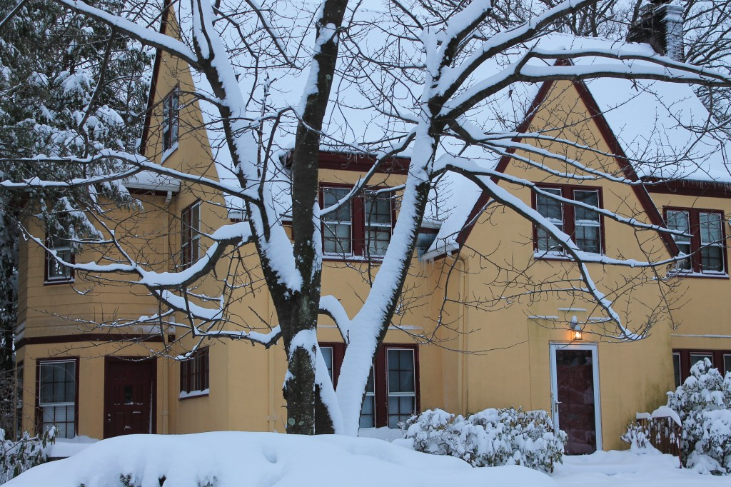 Yellow-cottage-against-snow-in-New-Jersey