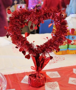 valentines-day-party-table-decoration-in-USA