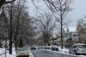cars-drive-with-lights-on-in-snow-New-Jersey