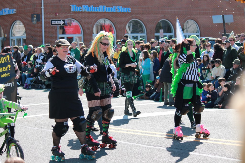 Marchers-from-Jerzey-Roller-Derby-at-St-Patricks-Day-parade