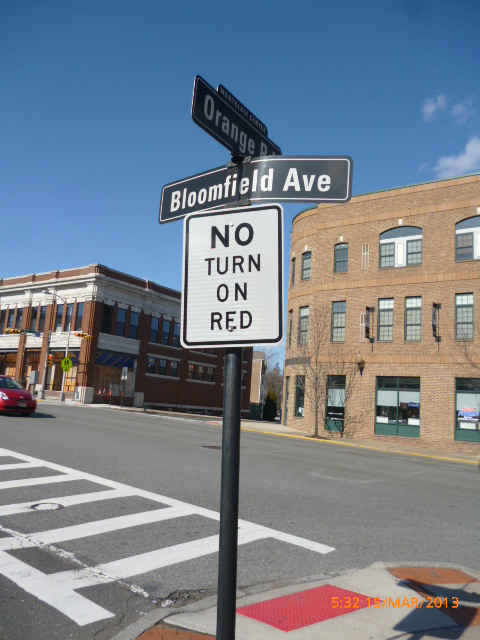 No-turn-on-red-sign-at-a-major-thoroughfare-nj