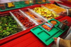 School-cafeteria-Fruit-bar-USDAgov