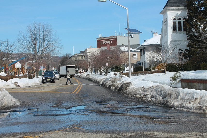 NJ-roads-with-severe-potholes-due-to-winter