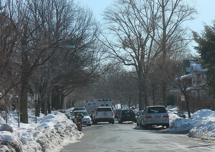 roads-narrow-after-heavy-snowfall
