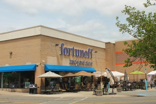 Fortunoff-Backyard-Furniture-Store