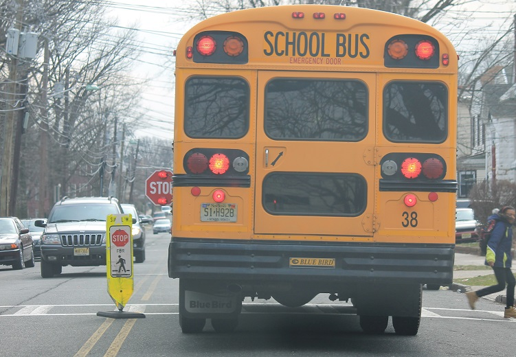 NJ-drivers-must-give-way-to-school-buses